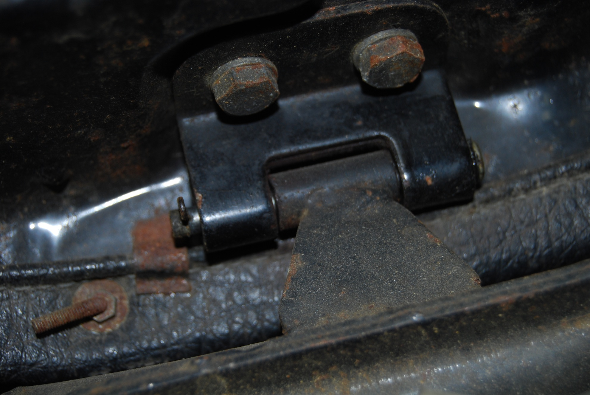 Hinge bolt and cotter pin
